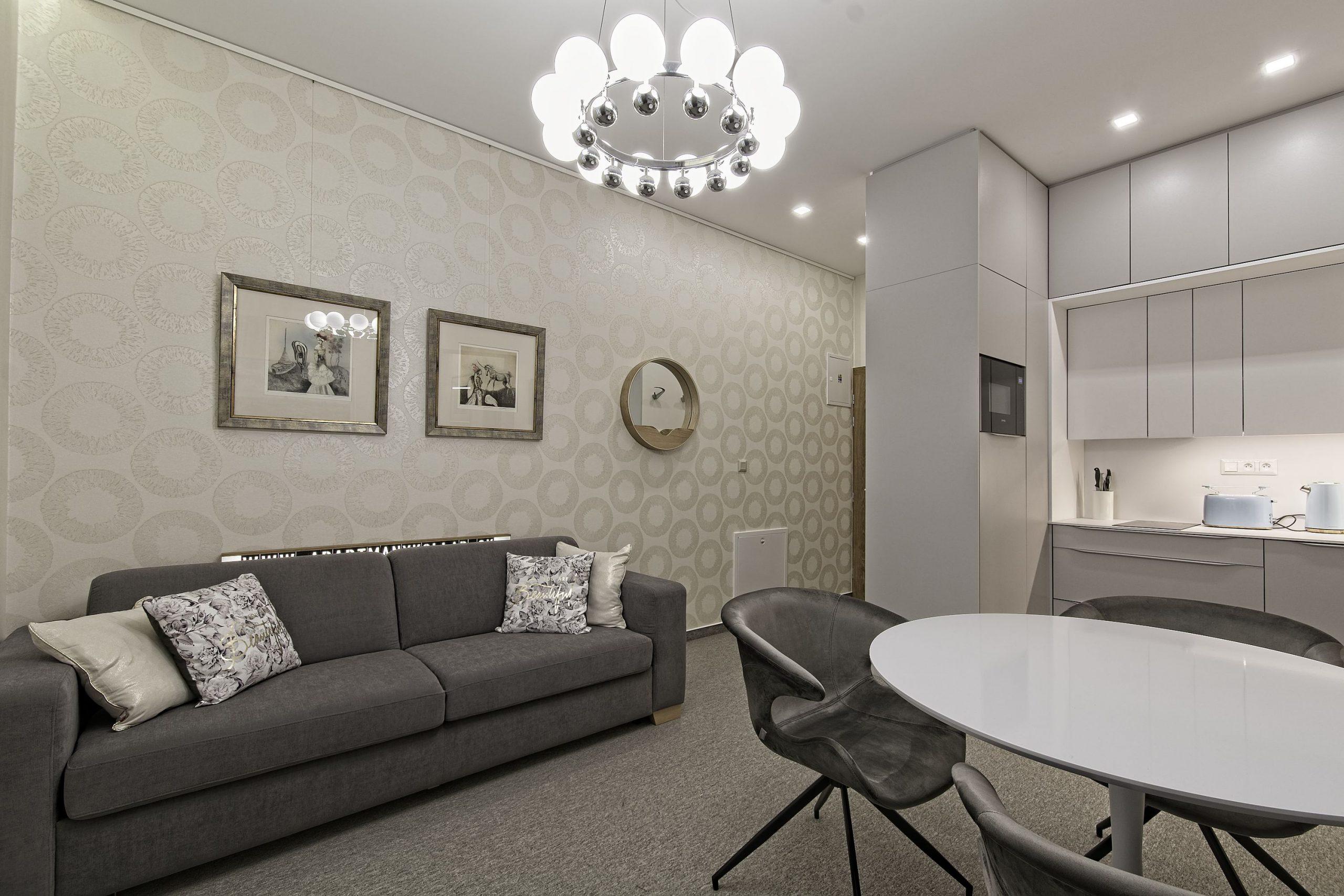 Kuchyňa, umenie, rozkladací gauč, hrací stôl, ubytovanie Tatry